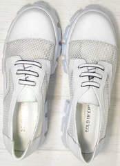 Закрытые женские туфли на шнурках летние Gold Deer 157-963 White.