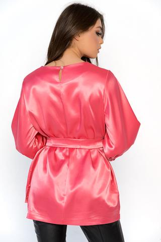 """<p>Модная туника выполнена из люксовой ткани """"атлас-стрейч"""". Свободный силуэт, рукав 3/4 на широкой резине, пояс.</p>"""