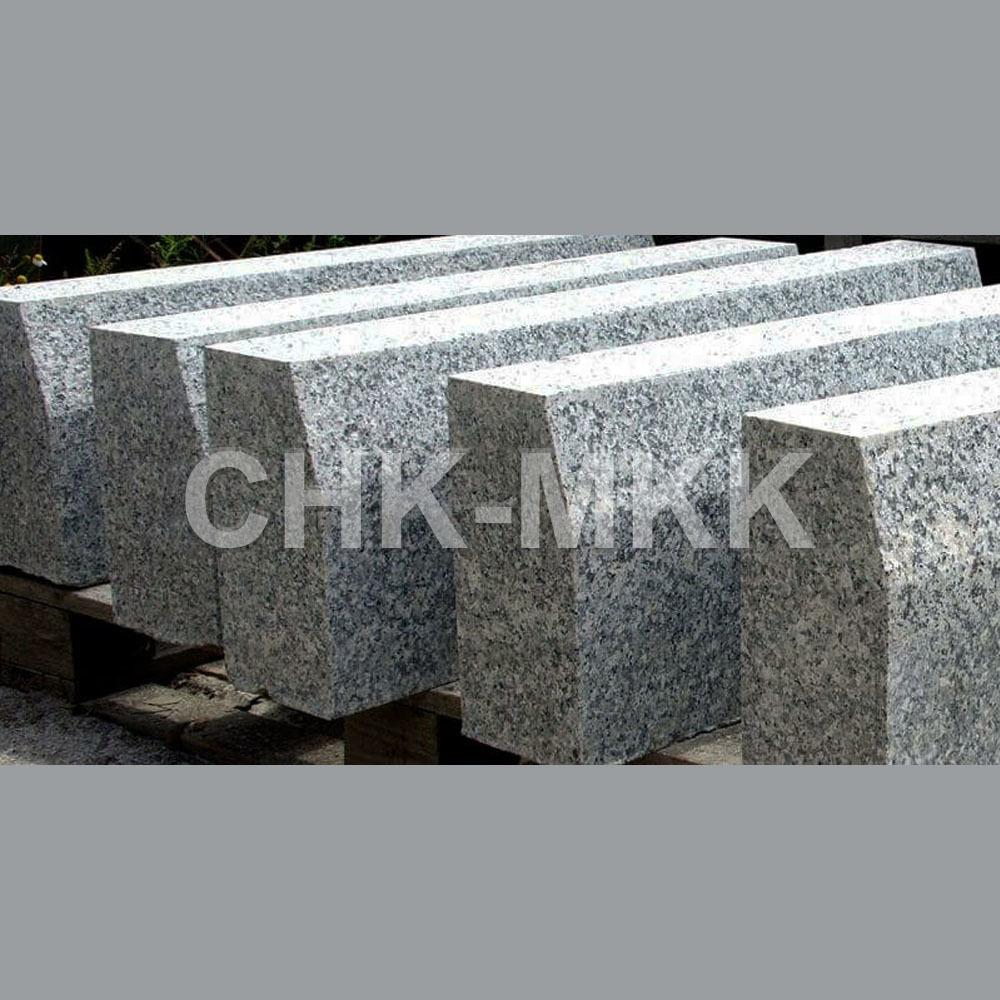 Бортовой камень из Сибирского гранита