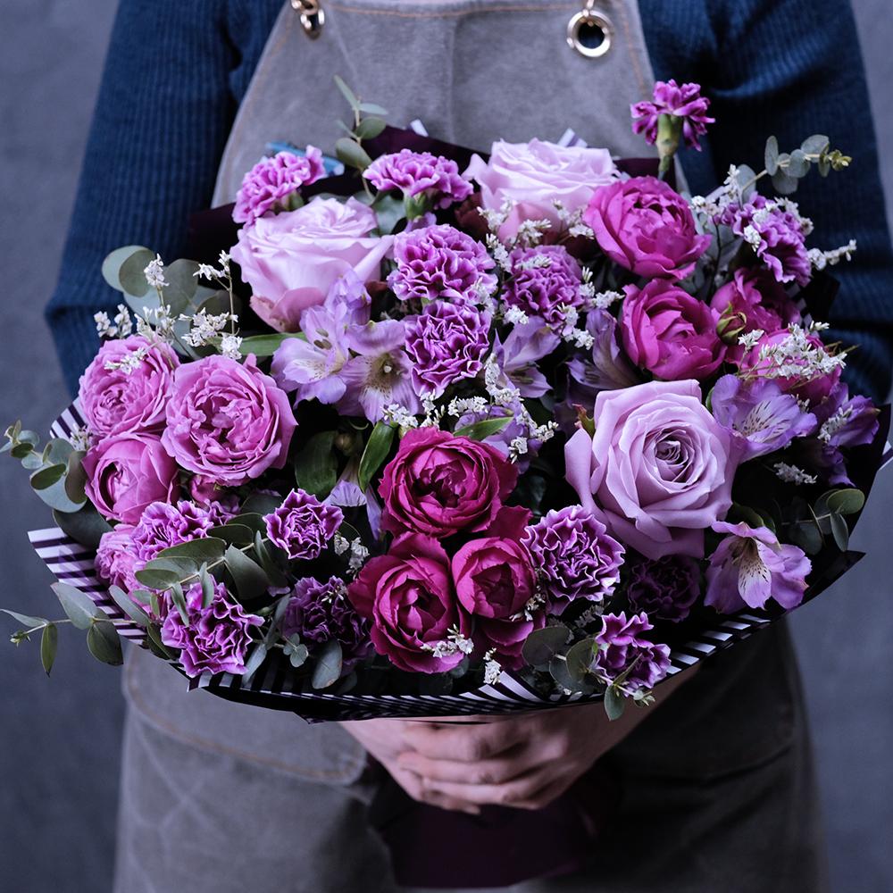 Купить фиолетовый букет гвоздика пионовидные розы космос пермь заказ онлайн доставка на дом