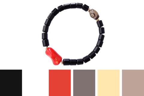 с чем носить браслет из черных и красных камней - цветовые примеры