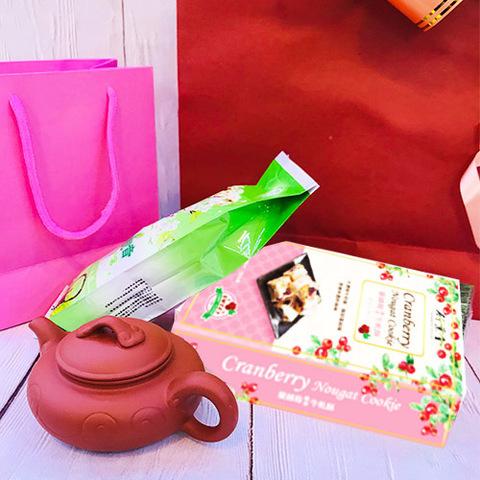 https://static-sl.insales.ru/images/products/1/2075/293373979/tea_and_sweets_set_2020.jpg
