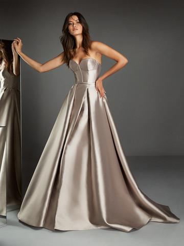 Вечернее платье бальное с открытым вырезом декольте