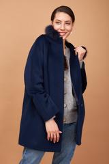 Пальто с капюшоном укороченное