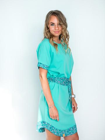 Платье мятное с бирюзовым поясом