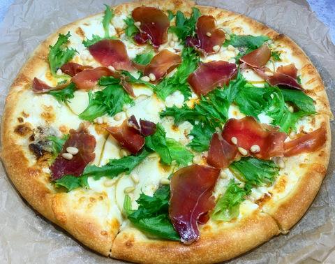 Пицца с Хамоном и Горгонзолой