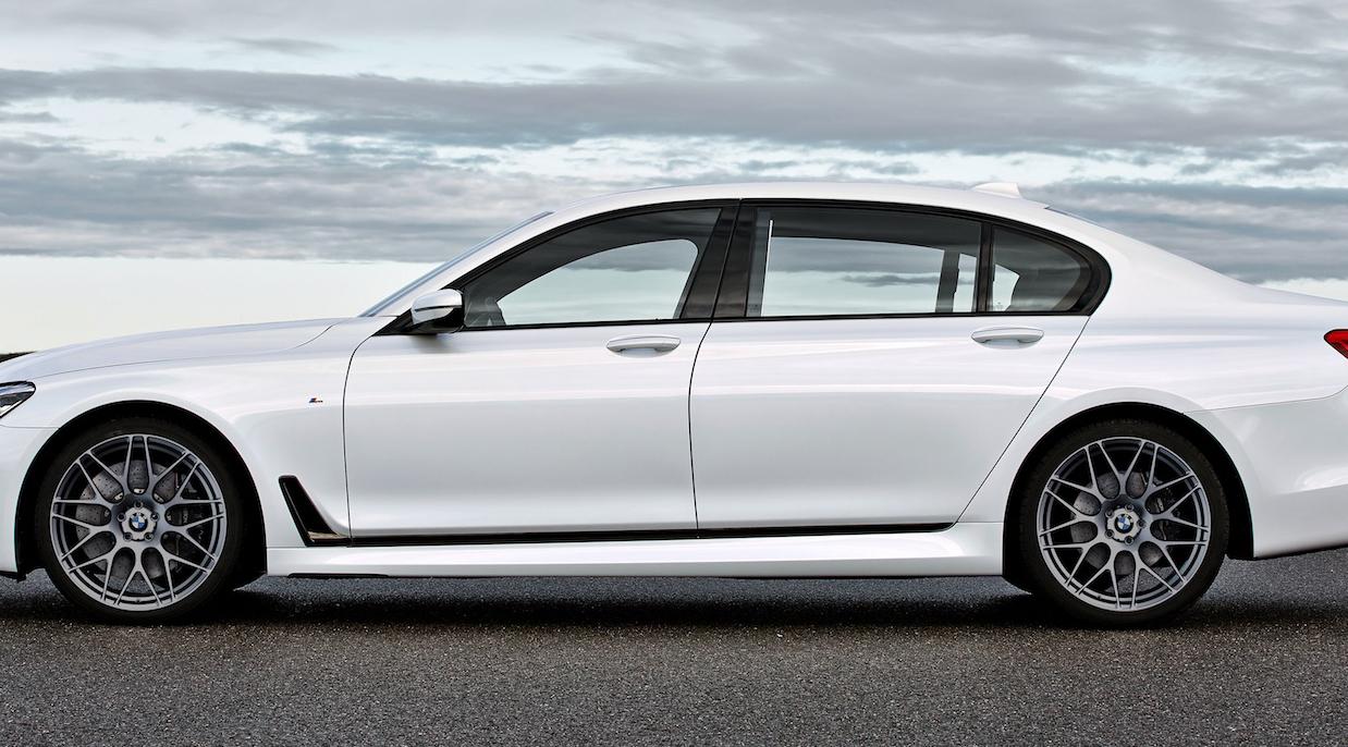 Карбоновые вставки в двери и крылья  для BMW 7 G11