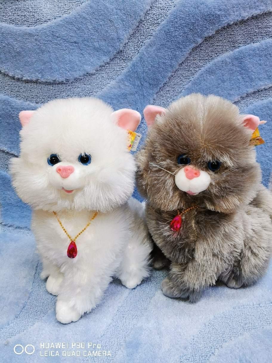 Две кошки серая и белая 30 см