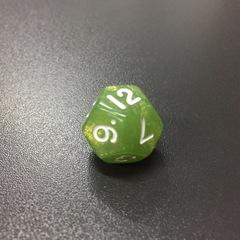 Зеленый перламутровый двенадцатигранный кубик (d12) для ролевых и настольных игр