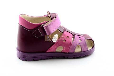 Босоножки Тотто из натуральной кожи с закрытым носом для девочек, цвет Сирень / Фиолетовый, M053B. Изображение 4 из 12.