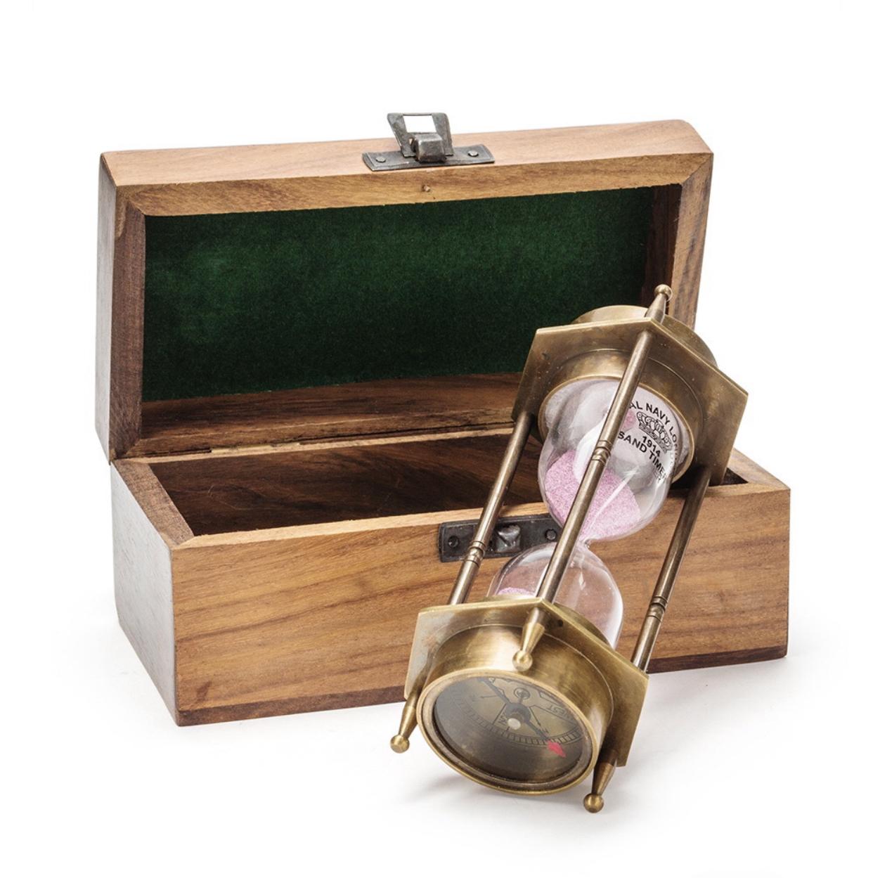 Песочные часы с компасом в деревянном футляре