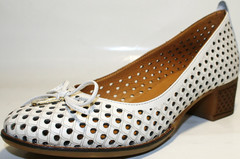 Летние туфли кожаные женские с перфорацией. Белые туфли на невысоком каблуке Rifellini Rovigo - White.
