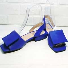 Модные босоножки на низком ходу женские Amy Michelle 2634 Ultra Blue