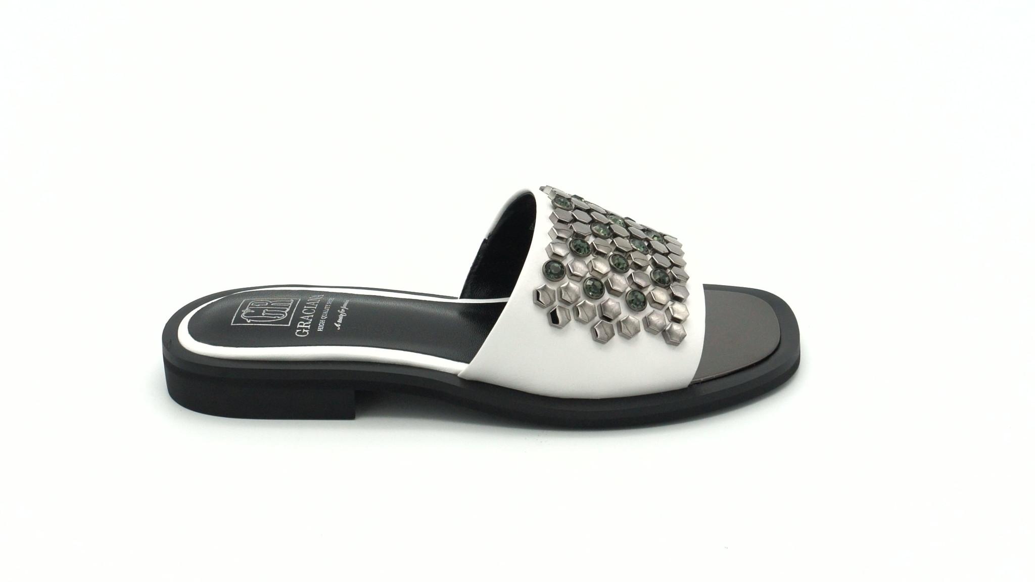 Белые кожаные сабо на низком каблуке