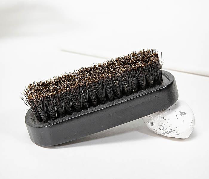 CARE148 Щетка для бороды из дерева черного цвета