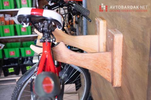 Пара деревянных кронштейнов для велосипеда