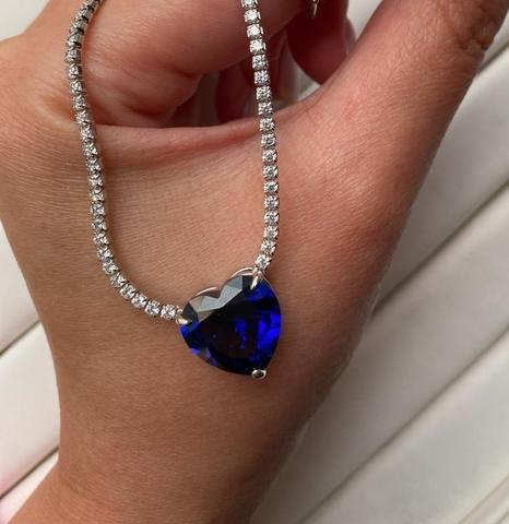 51641 - Колье из серебра с подвеской из кварца сапфирового цвета огранки сердце