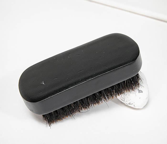 CARE148 Щетка для бороды из дерева черного цвета фото 03