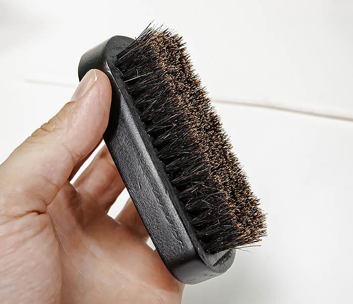 CARE148 Щетка для бороды из дерева черного цвета фото 07
