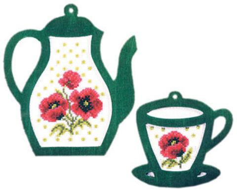 Чайник и чашка с маками