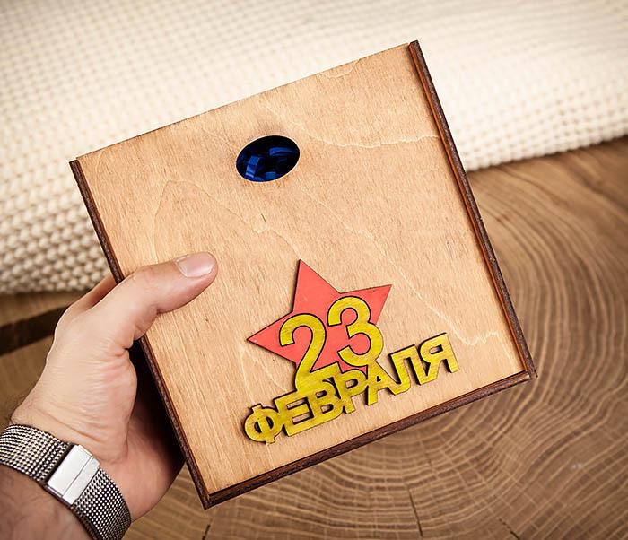 BOX214-2 Деревянная подарочная коробка к 23 февраля (17*17*7 см) фото 06