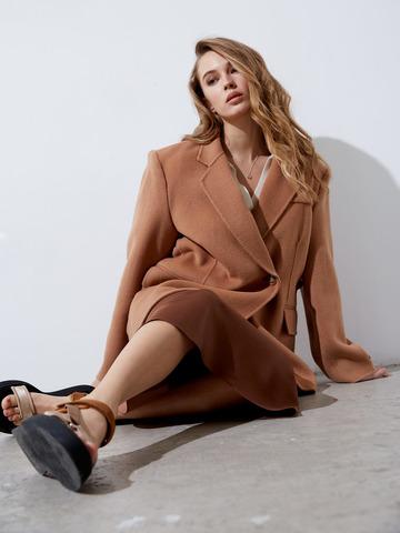 Пальто-жакет на пуговицах кэмел