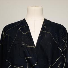 Плательно-блузочный шёлковый жаккард в золотые линии
