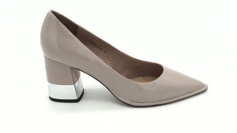 Бежевые туфли из наплака на устойчивом каблуке