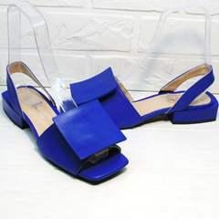 Синие босоножки на каблуке с квадратным носом женские Amy Michelle 2634 Ultra Blue.