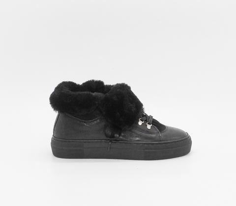 Ботинки из натуральной кожи с меховой отделкой
