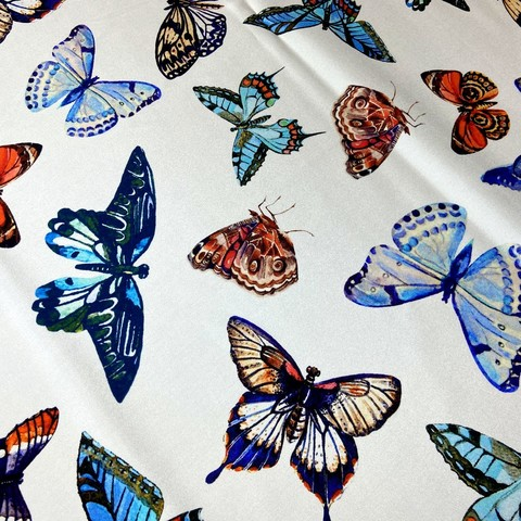 Шелк белый с бабочками фото
