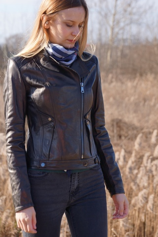Кожаная куртка с клепками New Style