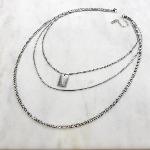 Колье из тройных цепей с прямоугольным кулоном, сталь (серебристый)