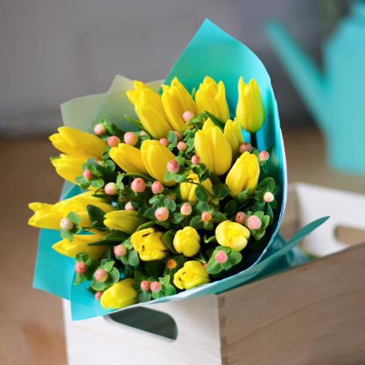 Купить весенний букет с тюльпанами в Перми