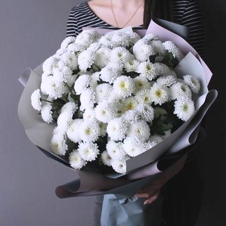 Купить стильный букет 11 белых кустовых помпон хризантем Коконат в Перми