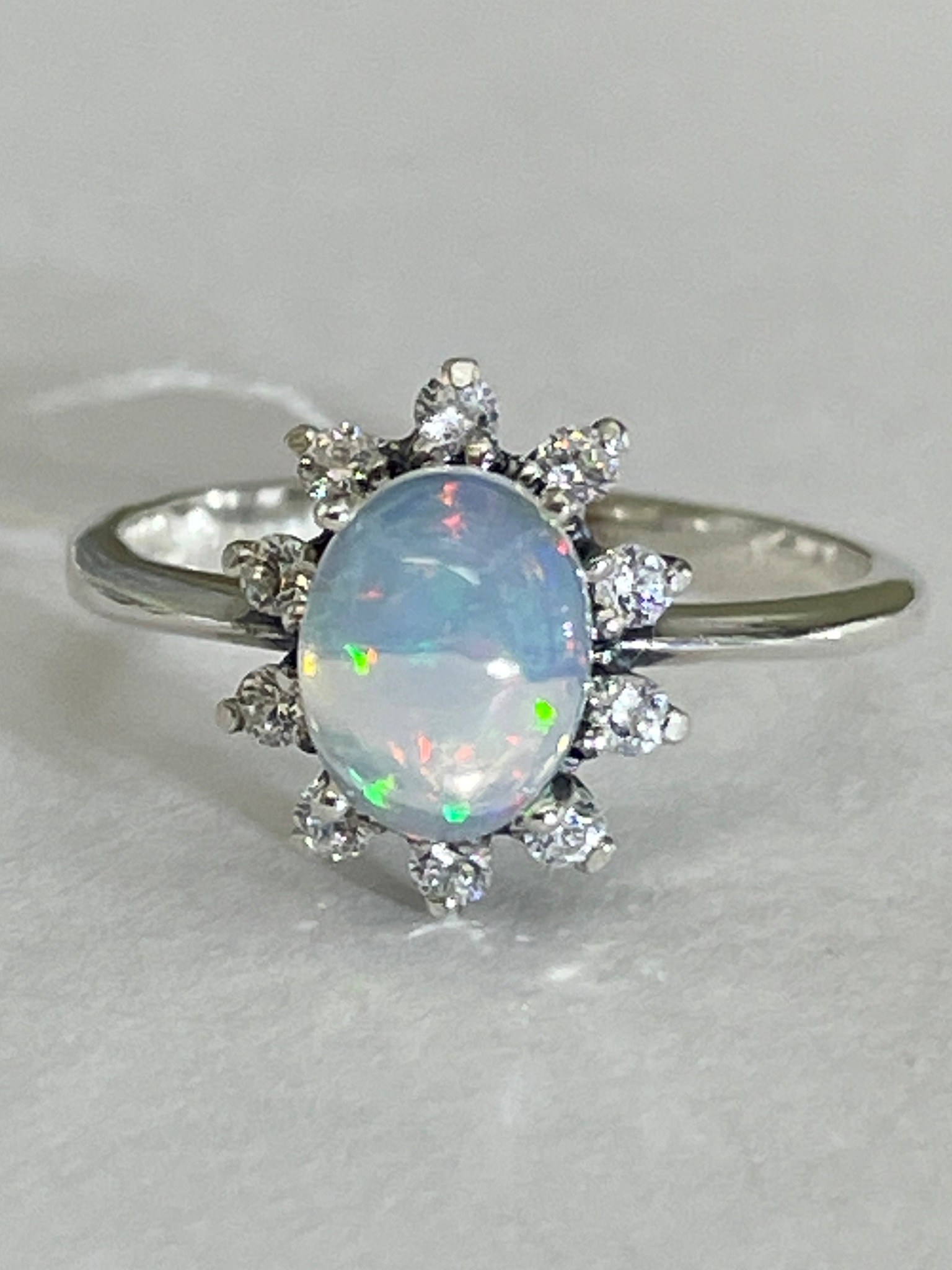 Ежик-опал (кольцо из серебра)