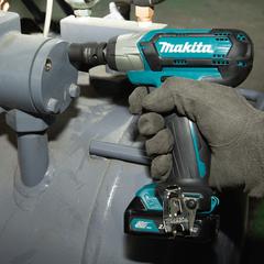 Аккумуляторный ударный гайковерт Makita TW141DZ