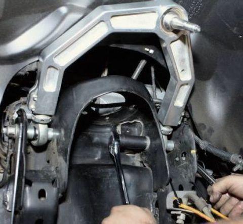 Замена верхнего рычага Nissan NP300