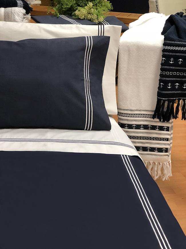 Santorini light/medium quilt / single blue navy