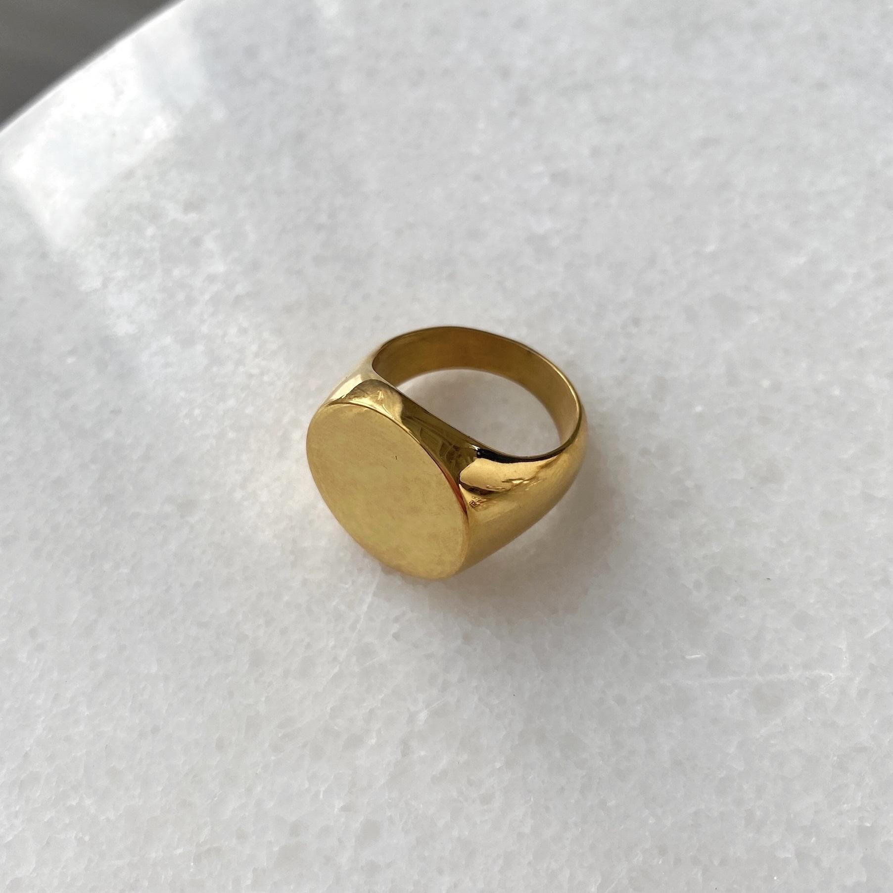 Кольцо-печатка без декора золотой (сталь)