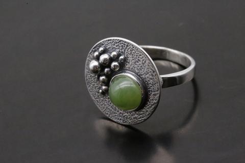 Кольцо с нефритом из серебра 925