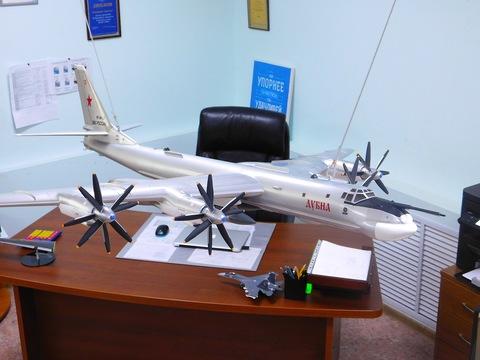 Модель самолета Ту-95 (М1:32, ВВС России, Дубна)