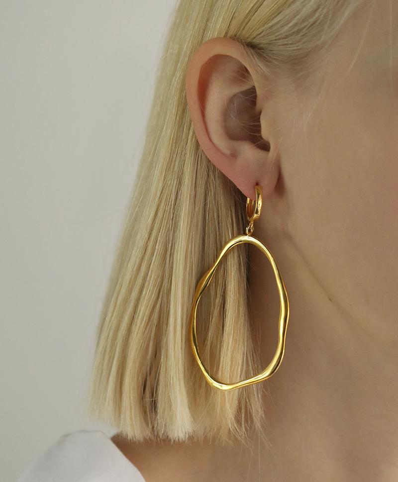Серебряные серьги-кольца с золотым покрытием в форме водорослей