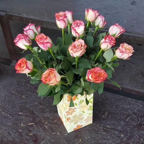 Ваза деревянная с розами 6