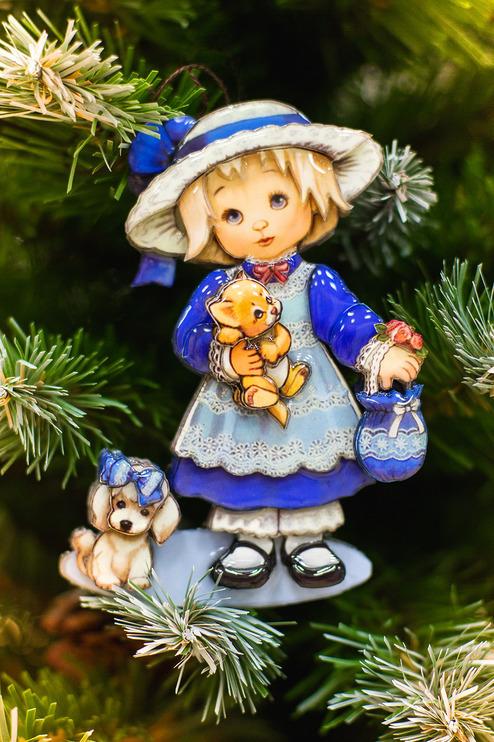 Новогодняя игрушка девочка с собачкой