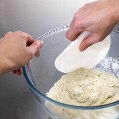 Нож и скребок для теста duo bake (Joseph Joseph)