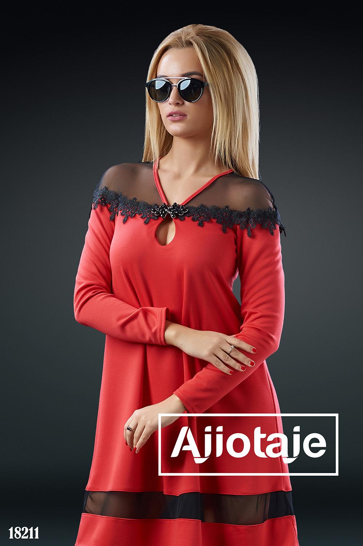 Красное платье A-силуэта с вырезом капелька