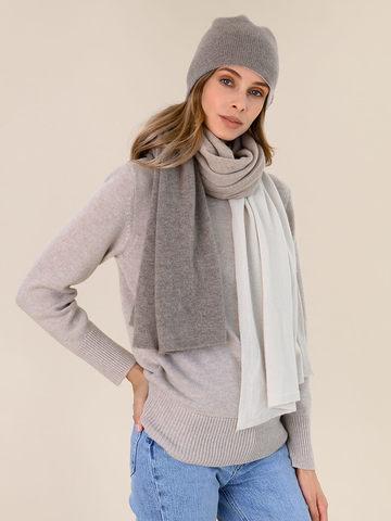 Женская шапка серо-коричневого цвета - фото 3