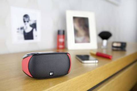 LOGITECH_Mini_Boombox_Red-3_-_копия.JPG
