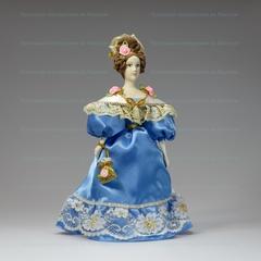 Сувенирная кукла в нарядном платье 19 века